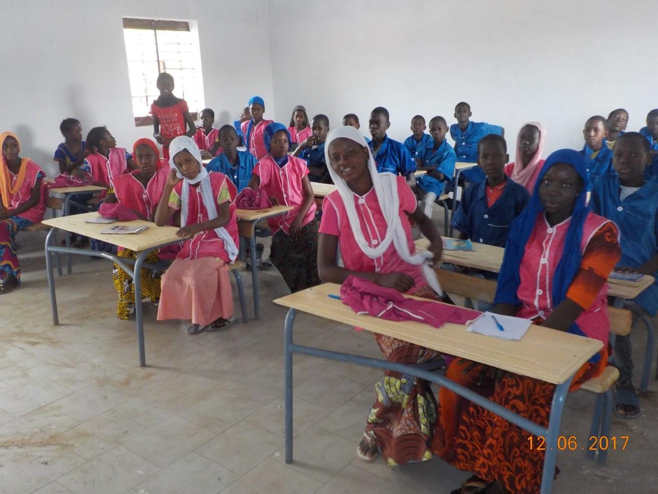 Studenti e studentesse scuola Ogo2 in Senegal